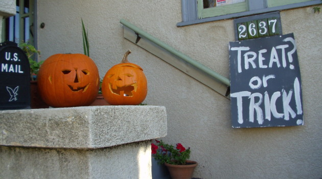 3 Easy Ways to Keep the Trick Out of Treats for Food Allergy Kids on Halloween Night
